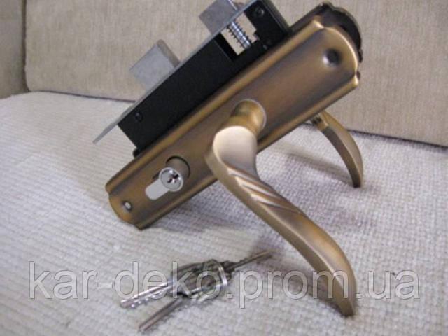 картинка дешевого замка для двери kar-deko.com