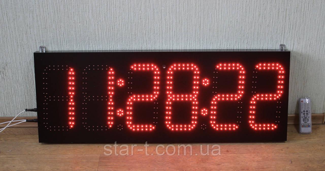Часы с секундами, термометр.