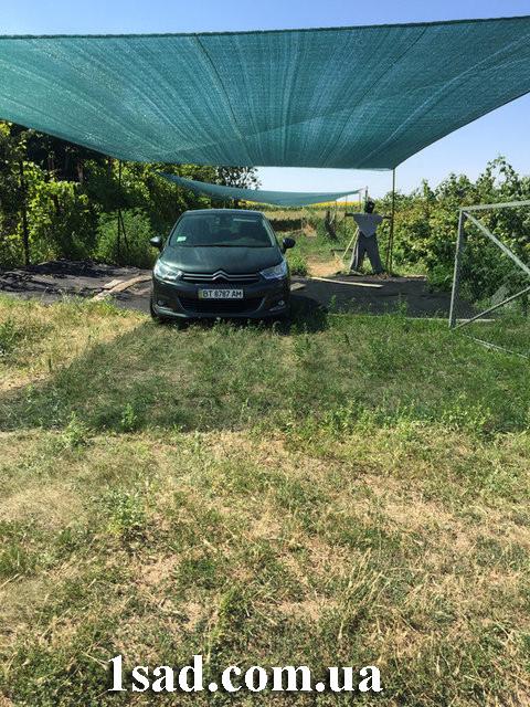 навес для автомобиля из затеняющей сетки