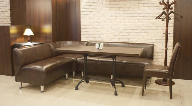 Какую выбрать обивку дивана для кафе- кожзам или ткань?