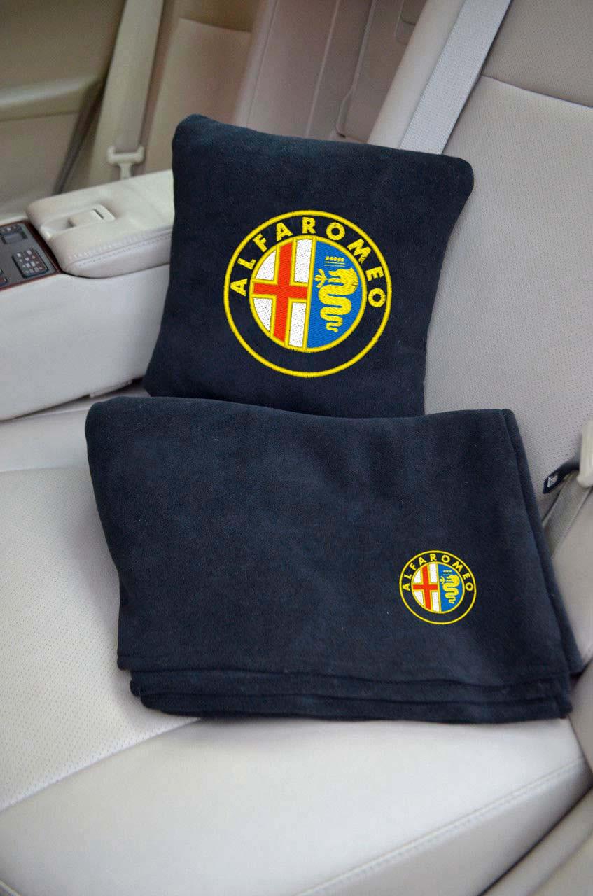 """Автомобильный набор: подушка и плед с логотипом """"Alfa Romeo"""" цвет на выбор"""
