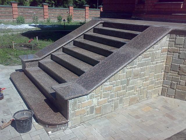 Основные преимущества и недостатки каменных лестниц