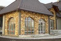 Оздоблення фасаду будинку натуральним каменем престижно.