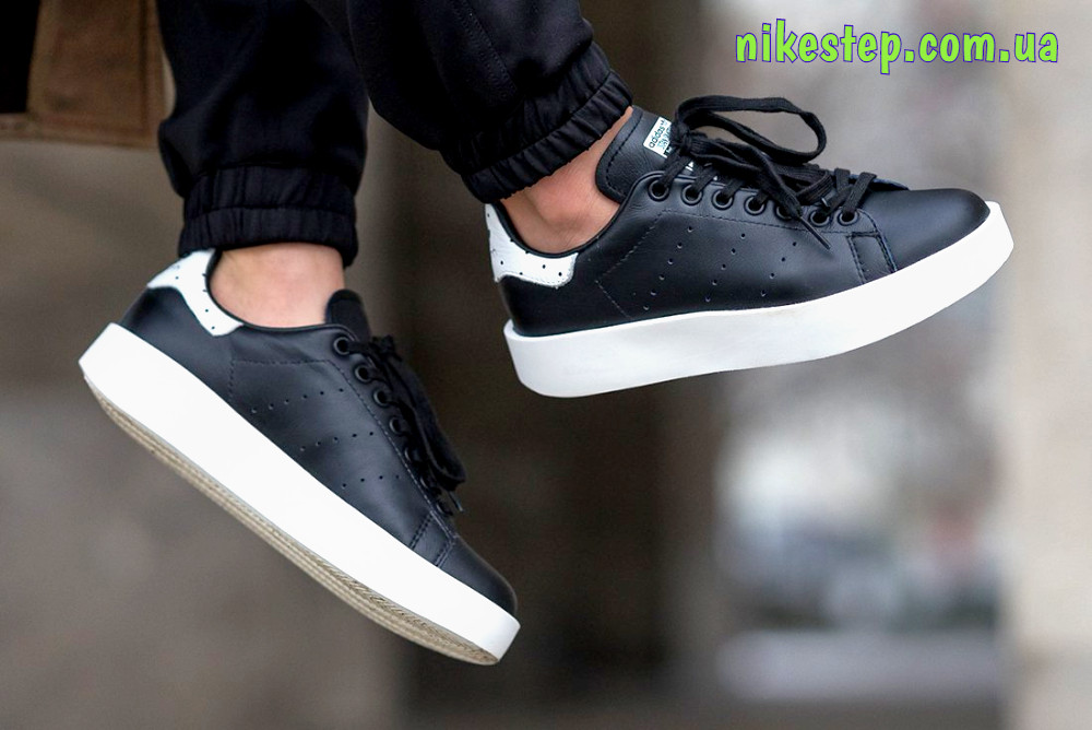 2720275d Женские повседневные кроссовки Adidas stan smith черные на белой подошве  реплика (живые фото) -
