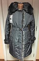 Теплое женское пальто серое на синтепоне с капюшоном, отделка натуральн. мех