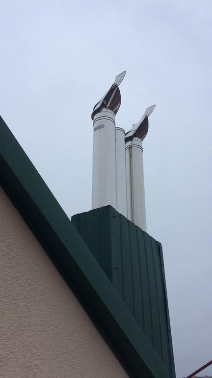 Ветрозащита дымохода при помощи флюгера
