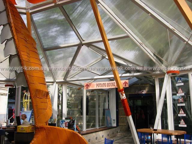 ПМП «Интергейтс» - летняя площадка кафе из сотового поликарбоната Polygal