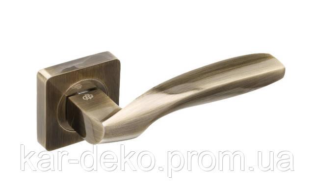 фото дверной ручки на квадратной розетке 12 Gavroche Germaniym