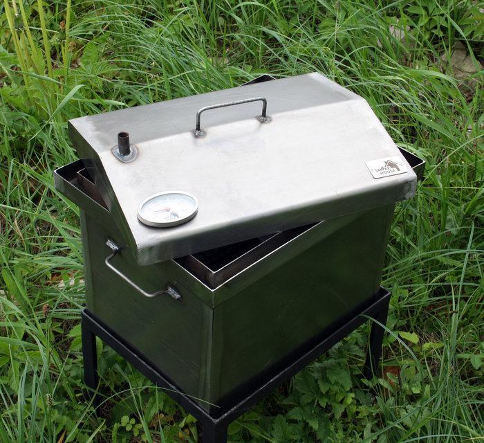 Коптильня черный метал с термометром  Крышка домиком 400x300x310мм
