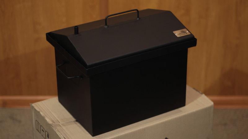 Коптильня черный метал   Крышка домиком окрашенная 400x300x310мм