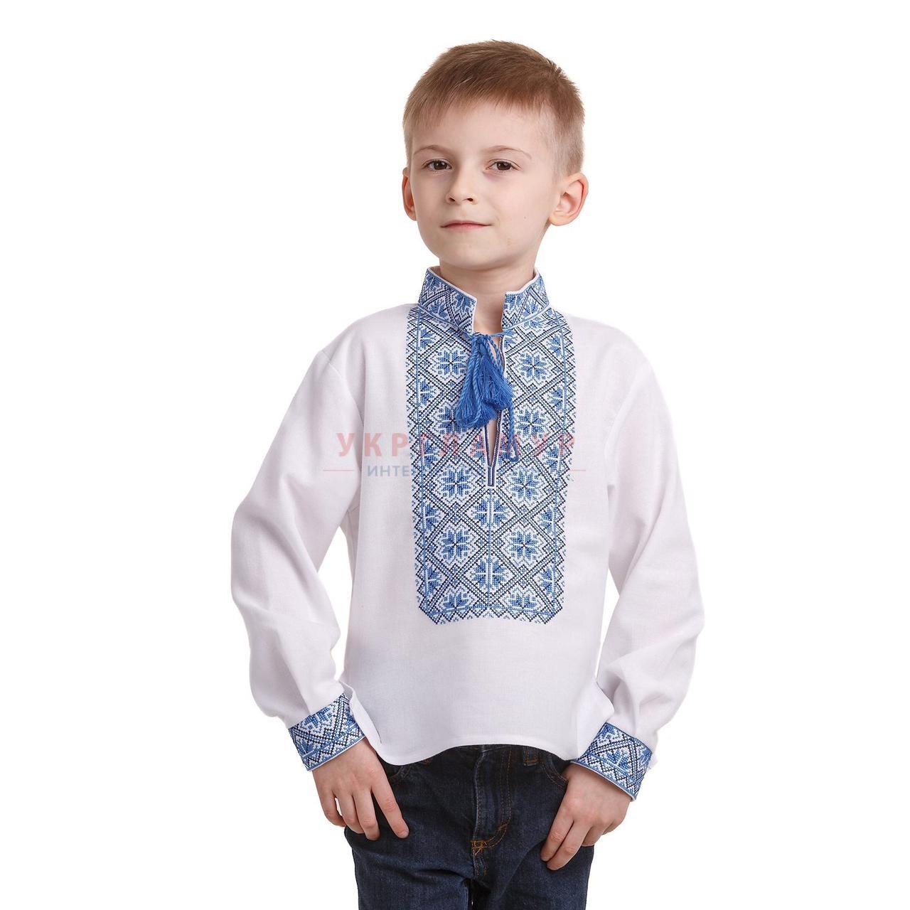 Вышитая рубашка синими нитками для мальчика