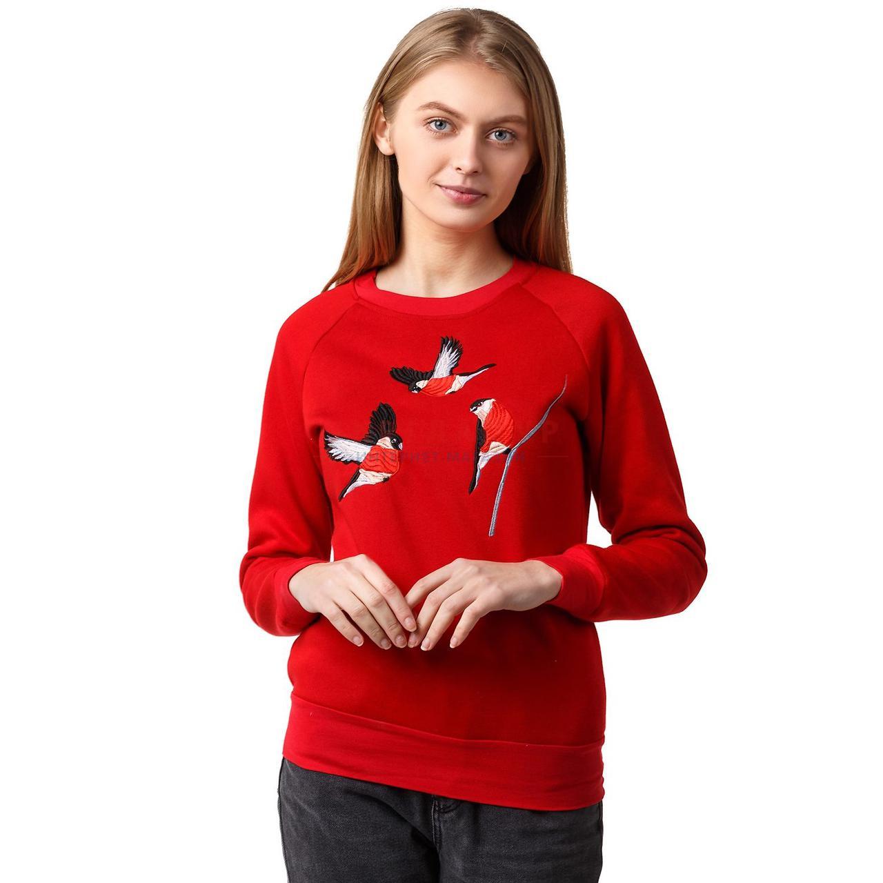 Красный вышитый женский свитшот Снегири