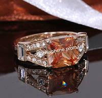 Кольцо в изысканном дизайне с крупным камнем и россыпью австрийскими кристаллами, покрытое золотом (109281)