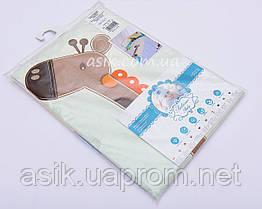 Детская сменная постель голубого цвета с вышивкой (жираф на прогулке)