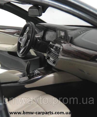 Модель автомобиля BMW 530i Limousine (G30), 1:18 Scale, Bluestone Metallic, фото 3