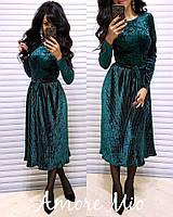 Велюровое платье с плиссированной юбкой длиной миди 7303907