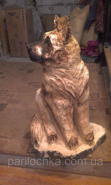 Декоративный пёс из дерева
