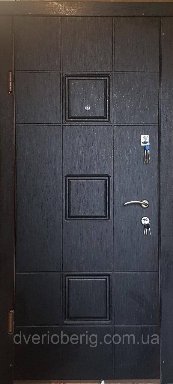 Входная дверь модель П4-362 скол дуба черный/белый