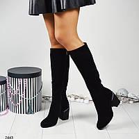 Женские замшевые сапоги на толстом каблуке украшенном жемчугом