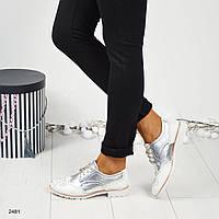 Женские туфли-лоферы с декором