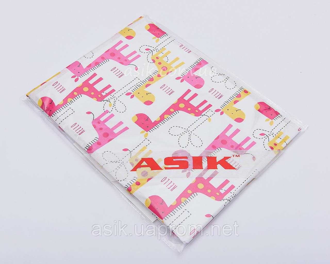 """Простынь на резинке """"Розовые жирафки"""" в детскую кроватку размером 120*60."""