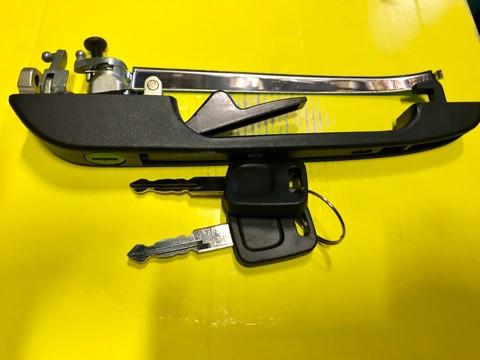 Ручка дверная наружная Audi 100 (44, 44Q, C3) передняя левая