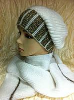 Белый комплект шапка и шарф на высокой ножке