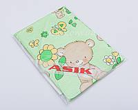 Простынь на резинке в детскую кроватку «Мишка с цветочком» салатового цвета