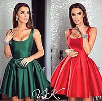 Элегантное атласное платье с пышной юбкой