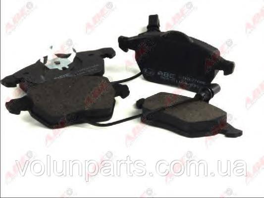 Комплект тормозных колодок Audi A4/B5/B6/B7/B8 Audi A6C4/C5/C6/Seat Exeo/Skoda Superb/Passat B5(ABE C1W027ABE)