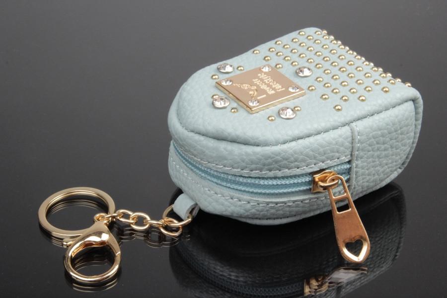 Брелок/кошелек рюкзак с заклепками и стразами голубой