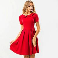 Красное платье с круглым воротником