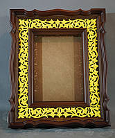 Киот для иконы фигурный, с резной деревянной рамой, подготовленной для золочения сусальным золотом.