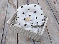 Детская подушка для новорожденных с держателем, белая с черными звездами