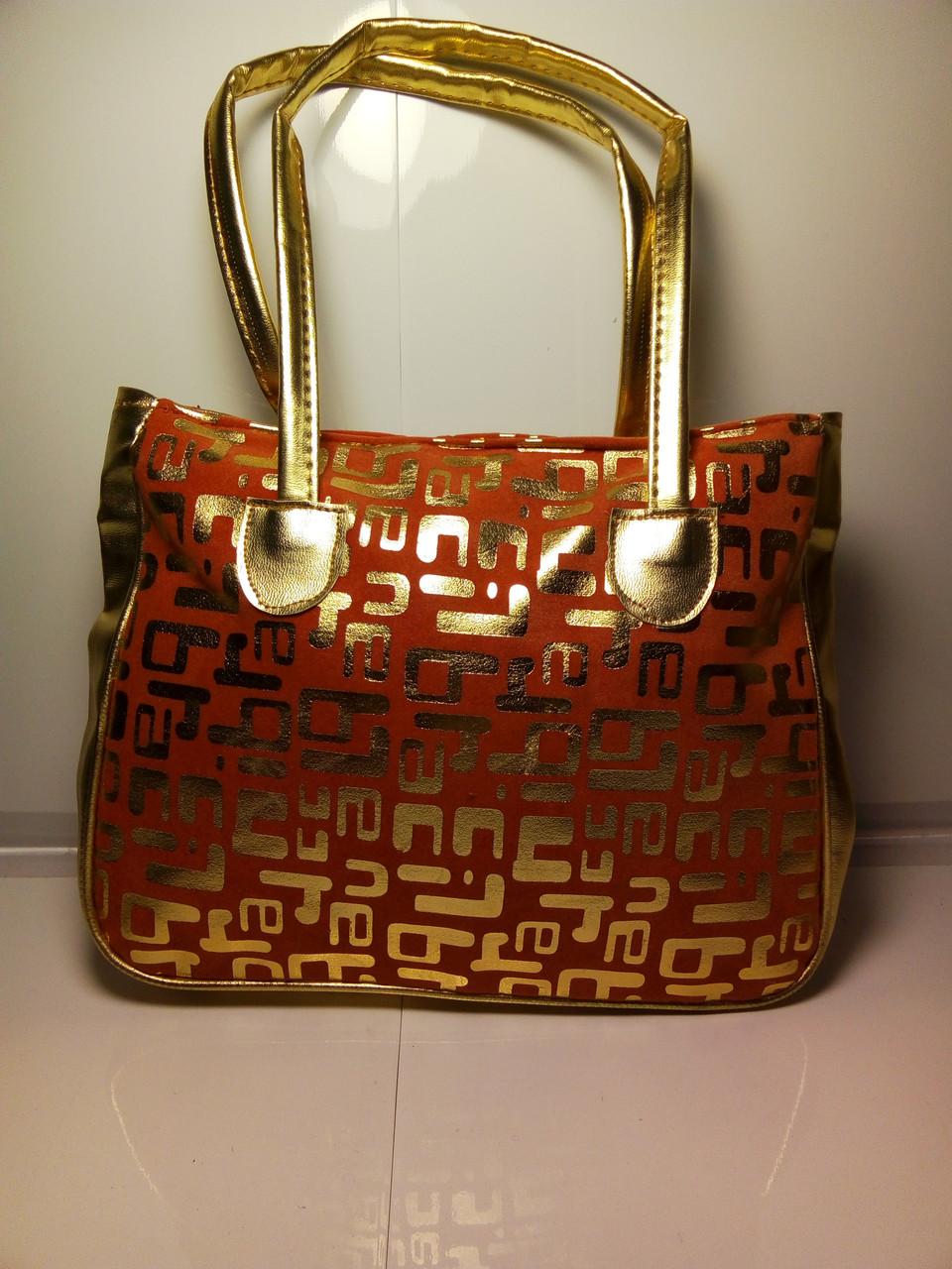 Яркая женская сумка с золотистыми ручками