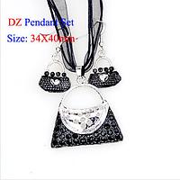 Набор бижутерии: ожерелье и серьги Сумочка, цвет - черный