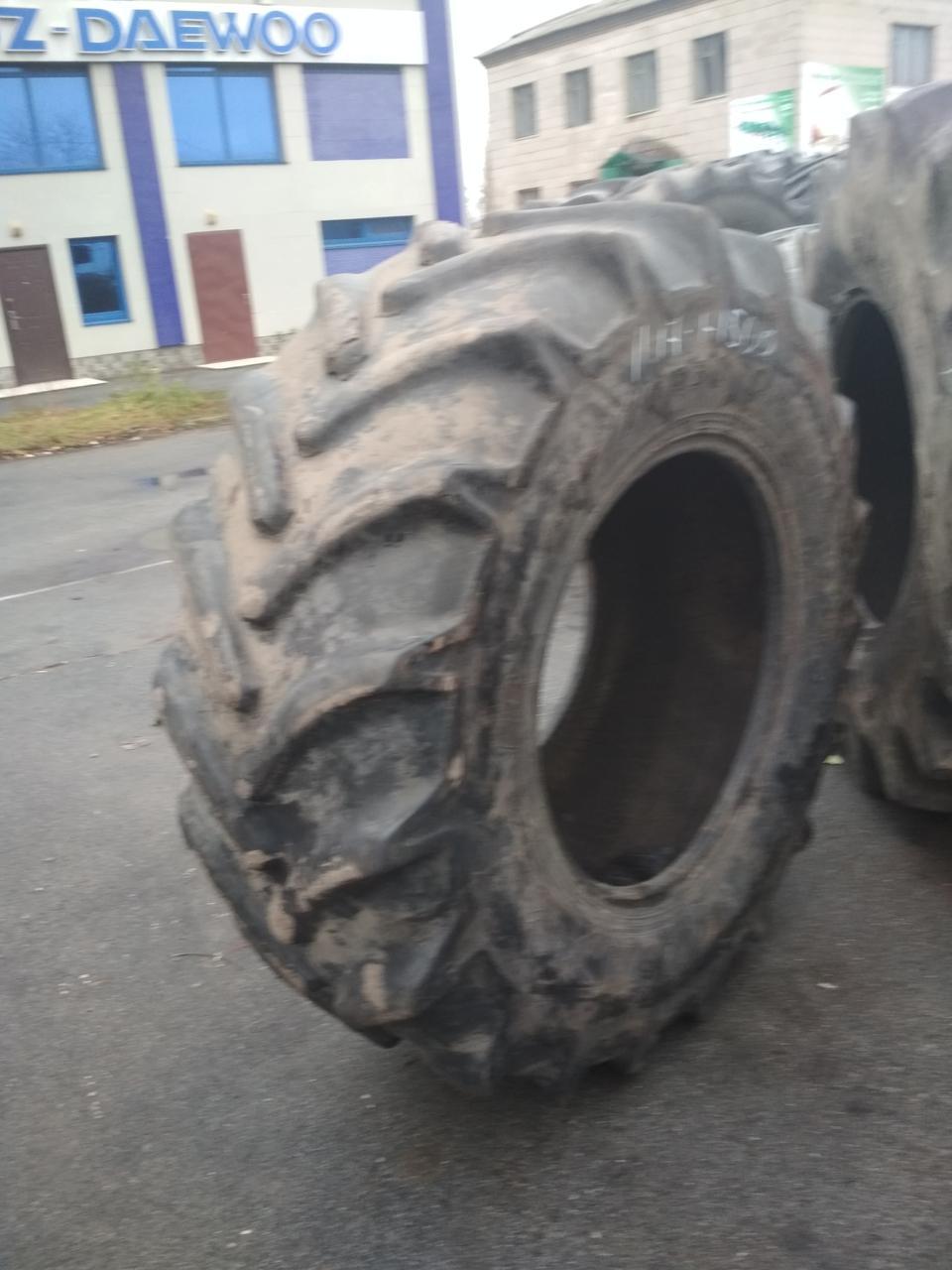 Шини б/у 600/70R30 Goodyear для тракторів JOHN DEERE, CASE IH