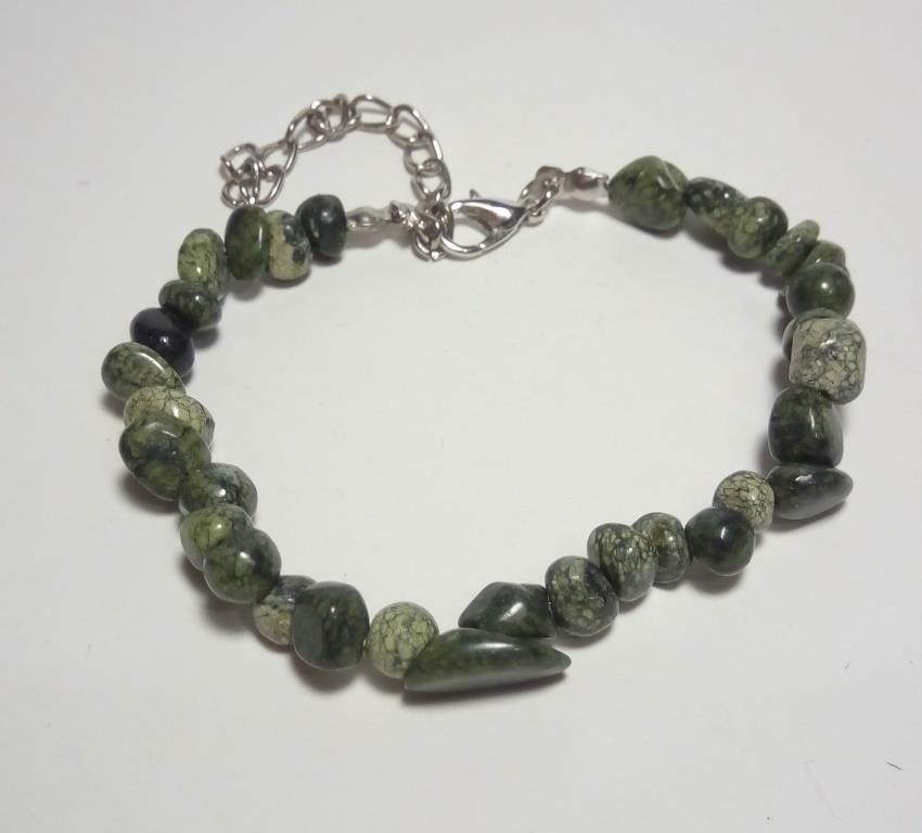 Браслет Змеевик крошка, натуральный камень, цвет зеленый и его оттенки, тм Satori \ Sb - 0115