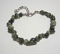 Браслет Змеевик крошка, натуральный камень, цвет зеленый и его оттенки