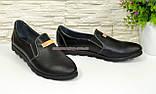 Туфли женские из натуральной кожи черного цвета на плоской подошве, декорированы фурнитурой, фото 2