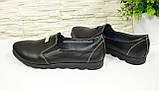 Туфли женские из натуральной кожи черного цвета на плоской подошве, декорированы фурнитурой, фото 3