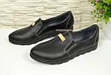 Туфли женские из натуральной кожи черного цвета на плоской подошве, декорированы фурнитурой, фото 4