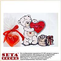 Открытка и сувенирное мыло в форме красного сердца