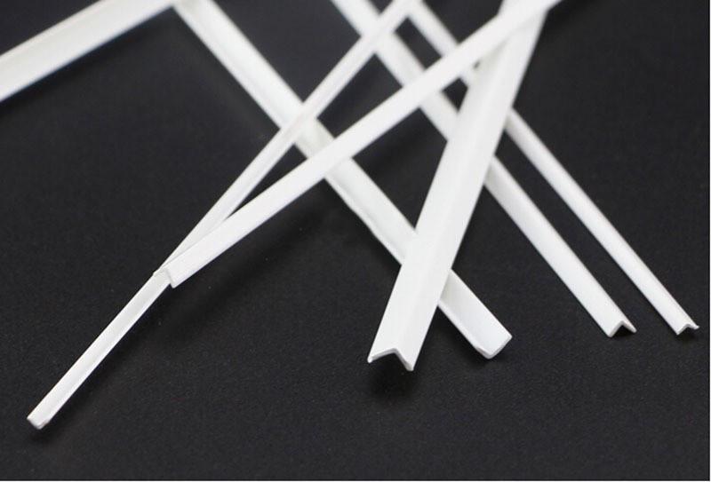 Пластиковый профиль 4 мм. х 4 мм. Уголок, длина 250 мм. 1 шт.