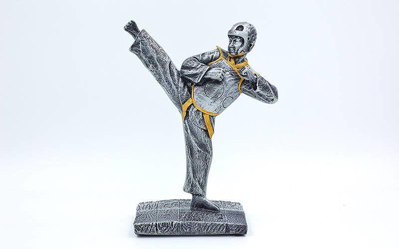 Статуэтка (фигурка) наградная спортивная Таеквондист (р-р 19х15х8 см)