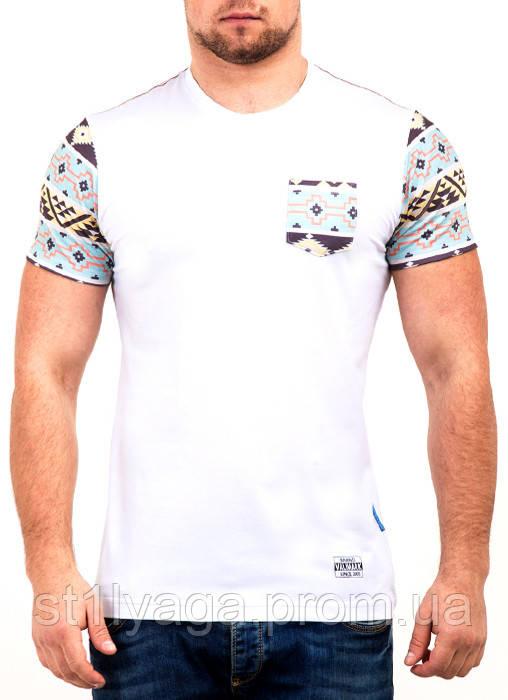 S/44  Мужская футболка с орнаментом на рукавах и кармане белый