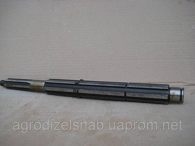 Вал реверса КПП Т-25 (реверса) 6 шлицов 14.37.301-4
