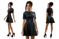 Женское платье из эко-кожи с пластиной