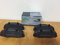 Тормозные колодки передние на Форд Транзит R14 1991-->2001 LPR (Италия) 05P481