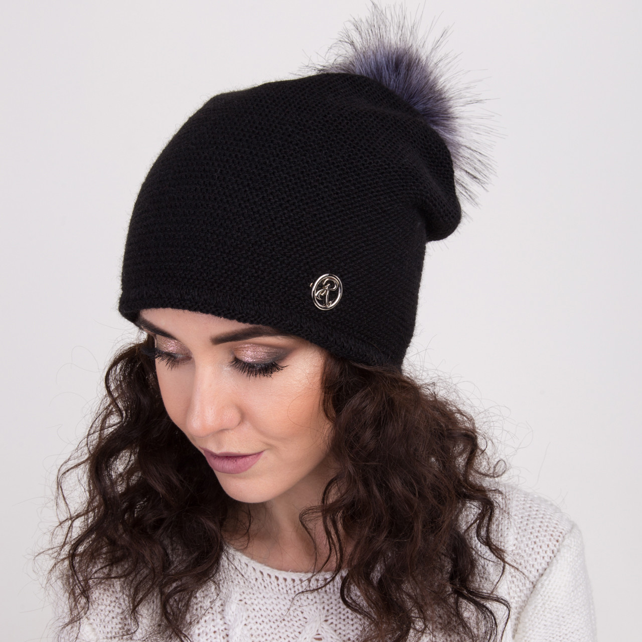 Вязанная шапка с меховым помпоном для женщин - зима 2018 - Арт 2158 (черная)